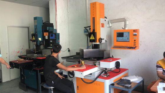 China Spindle Speed 0-500 Rpm Hole Drilling EDM For Connector Mold Automatic Position Finding Of Edge factory